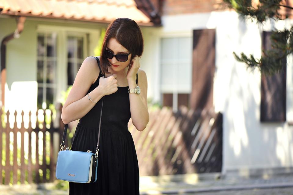 czarna-sukienka-stylizacje
