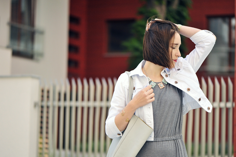 szara-dzianinowa-sukienka