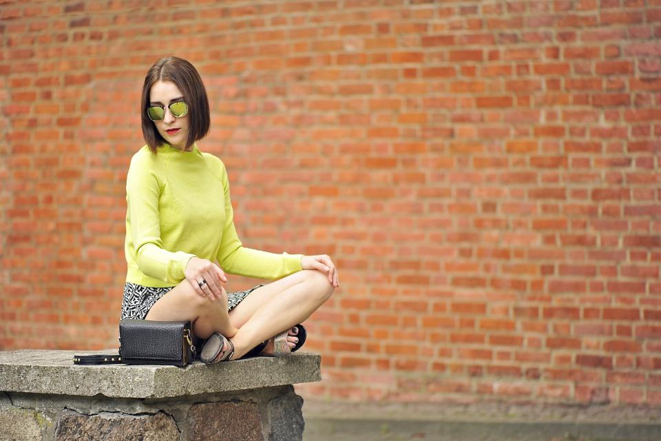 limonkowy-sweterek-stylizacja