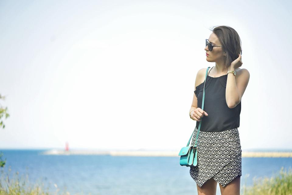 bluzka-na-ramiączkach-stylizacje