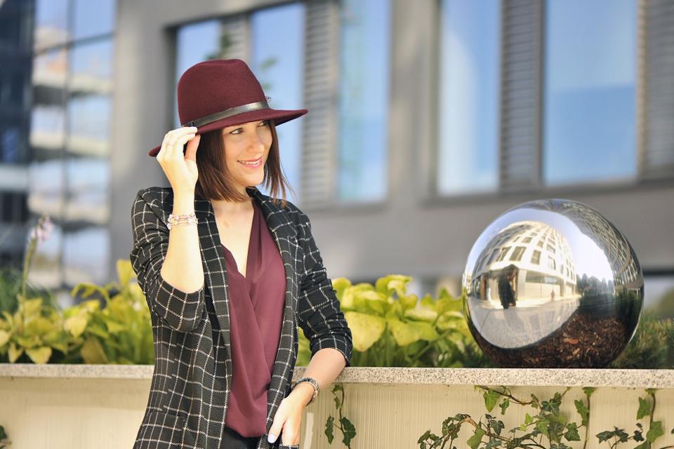 stylizacja-z-kapeluszem