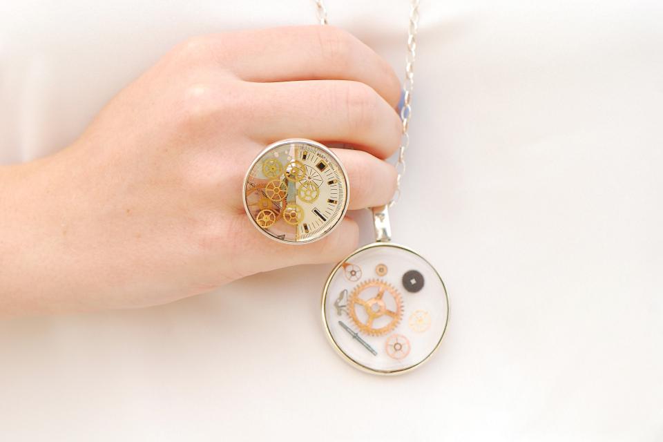 biżuteria-z-części-zegarków