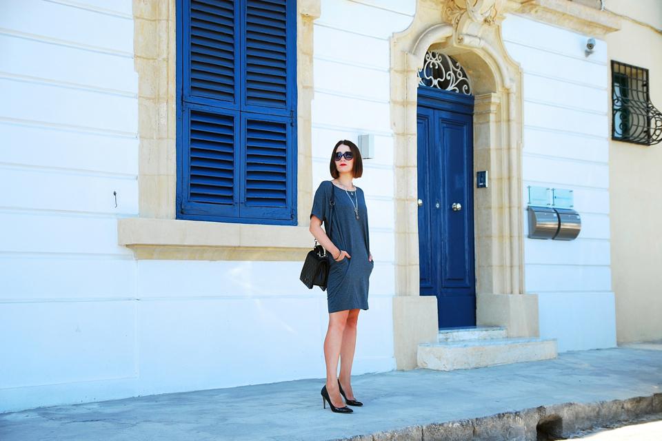 szara-sukienka