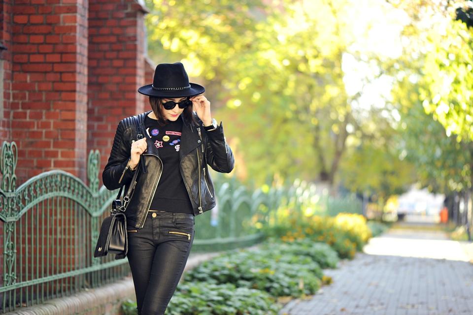 ładni ludzie ubierają się na czarno