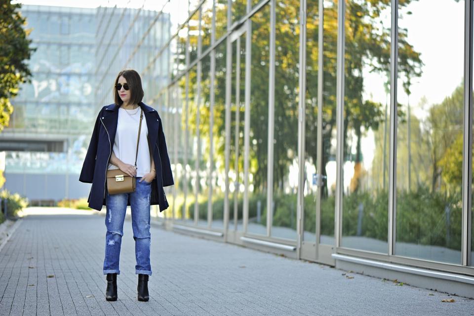 granatowy-płaszcz-stylizacja