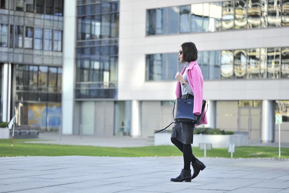 różowy-płaszcz-stylizacja