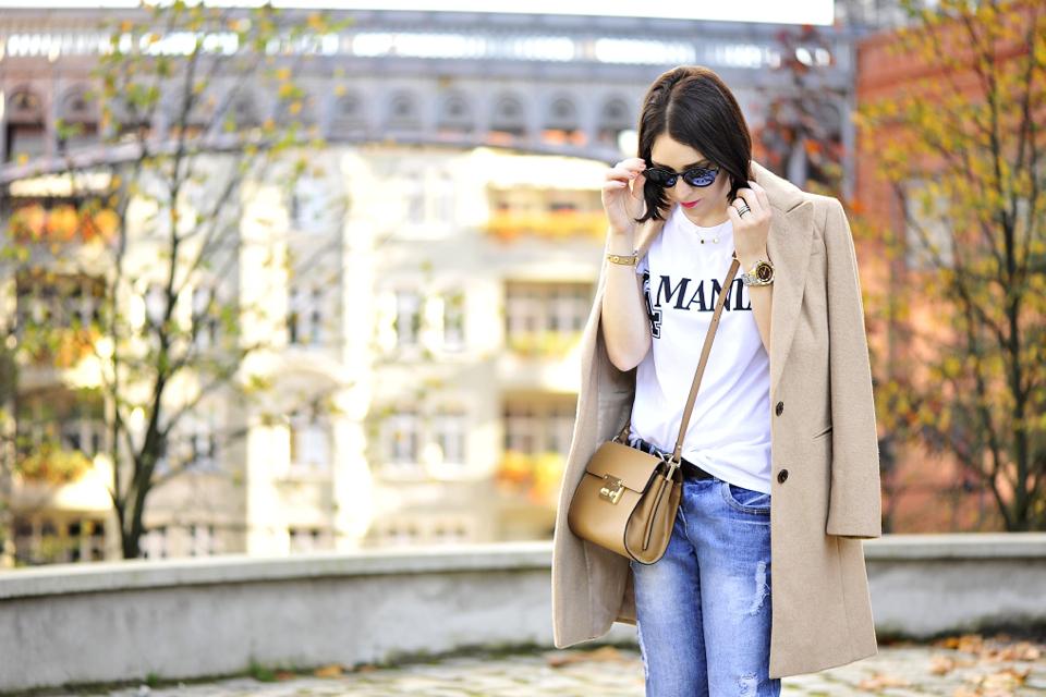 beżowy płaszcz w stylizacji