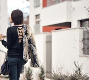 bluzka-z-dekoltem-na-plecach