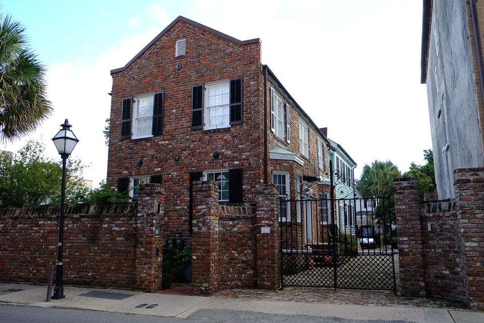 dom-z-czerwonej-cegły