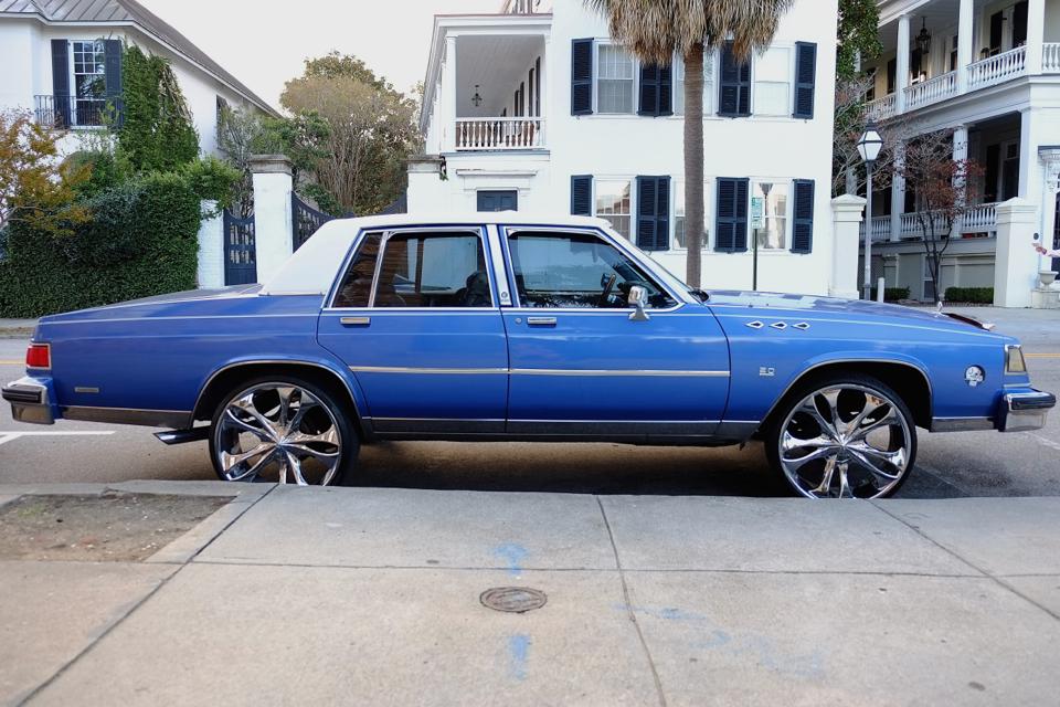 niebieski-samochód