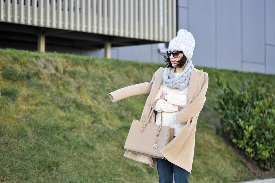 beżowy-płaszcz