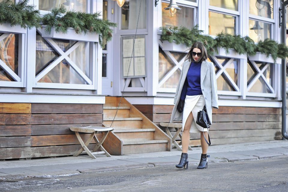 szary płaszcz street fashion