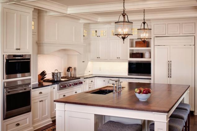 biała-kuchnia-z-drewnianym-blatem