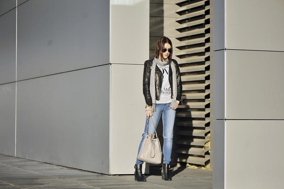 jeansy-z-dziurami-stylizacja