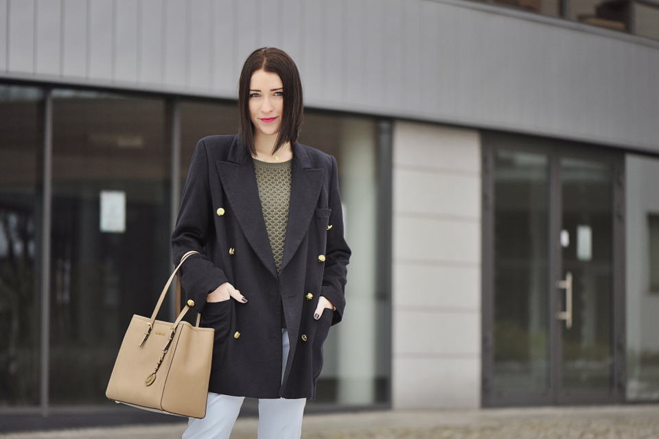 khaki-sweater-street-fashion