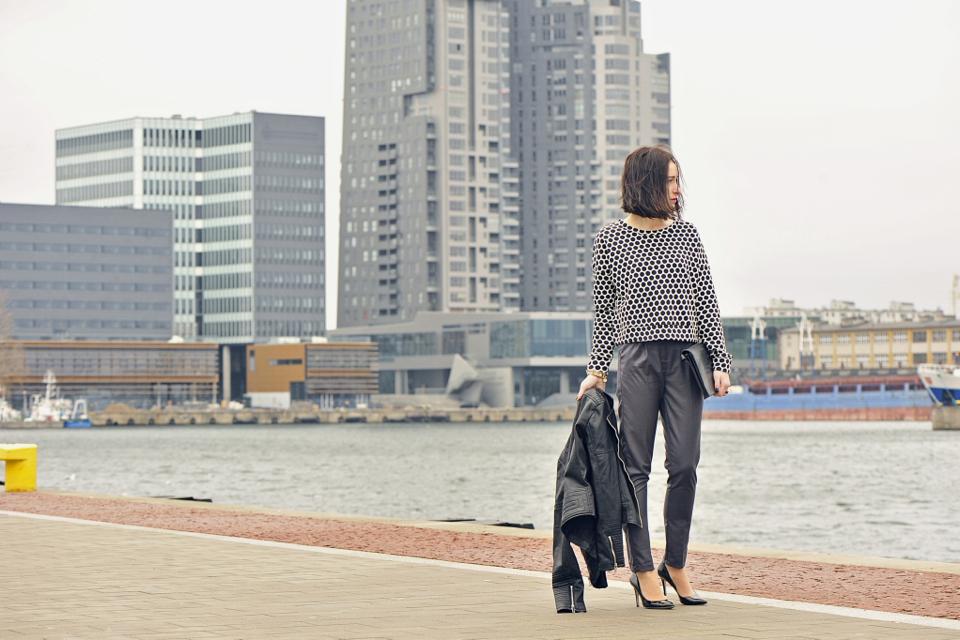 szare-eleganckie-spodnie-medicine
