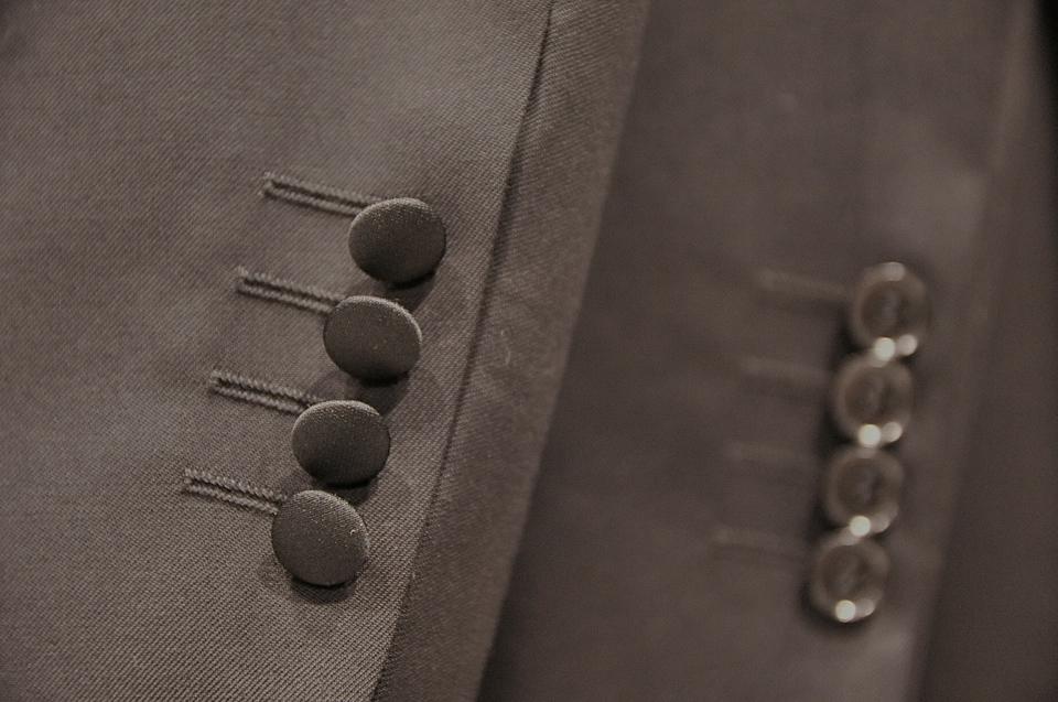 11-różnice-pomiędzy-smokingiem-a-klasycznym-garniturem