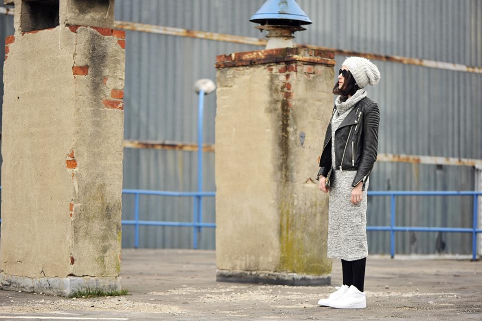 białe buty za kostkę stylizacja