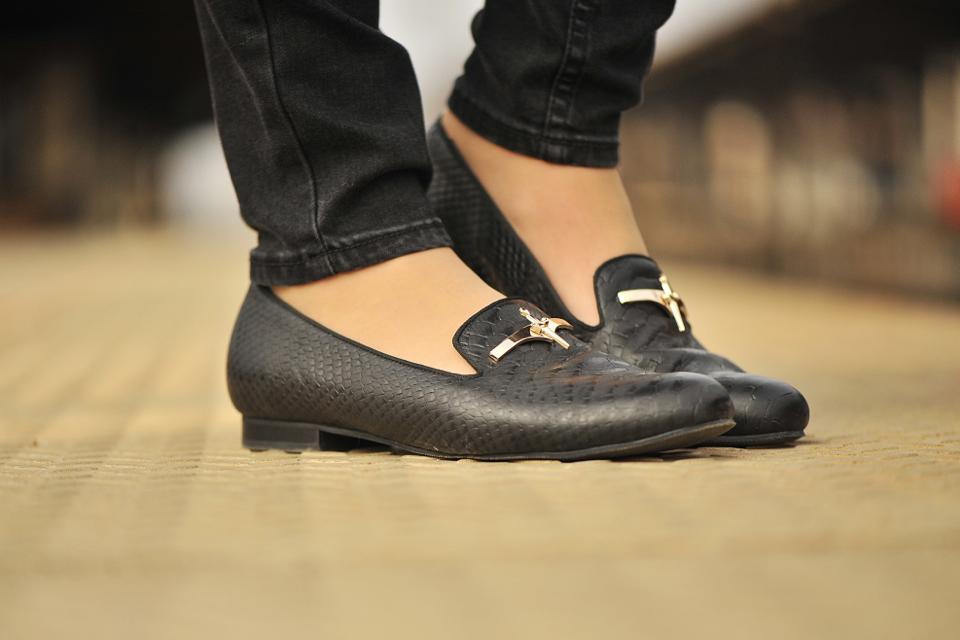 czarne-loafersy