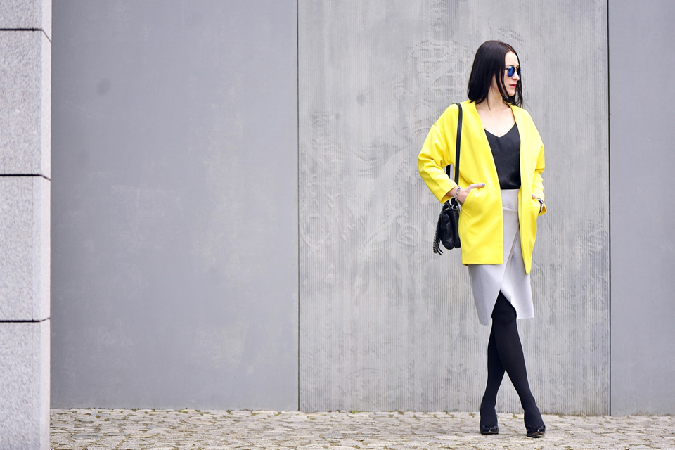 yellow-coat-street-fashion
