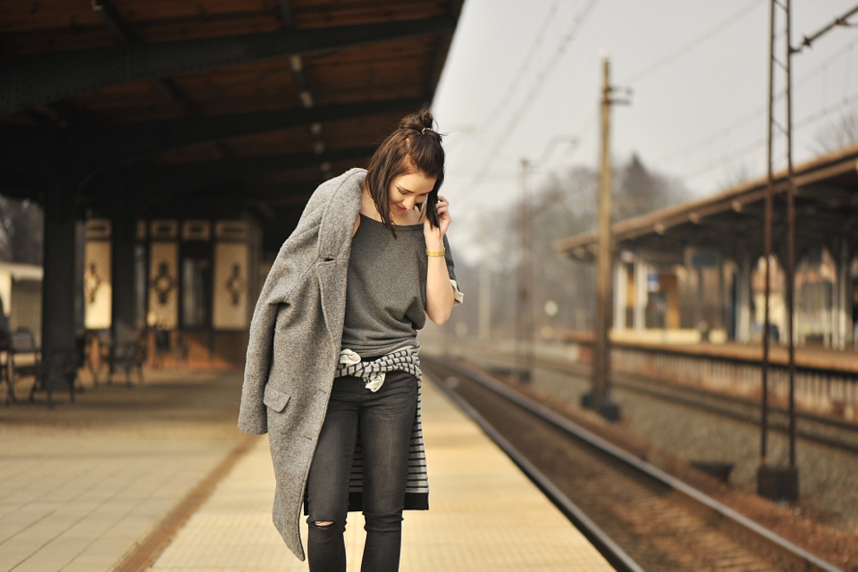 grey-coat-outfit