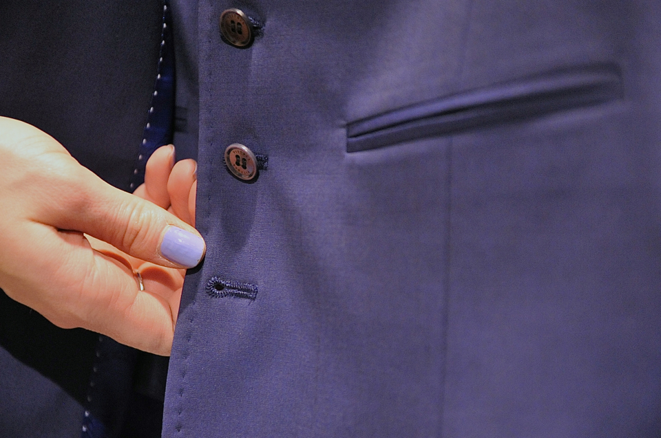 how-to-button-your-suit