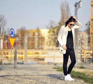white-sneakers-street-fashion