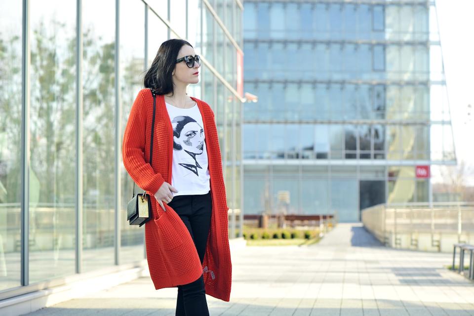 pomarańczowy-sweter-stylizacja