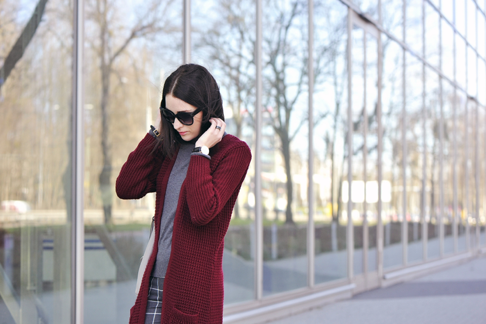 burgundy-sweater-street-fashion