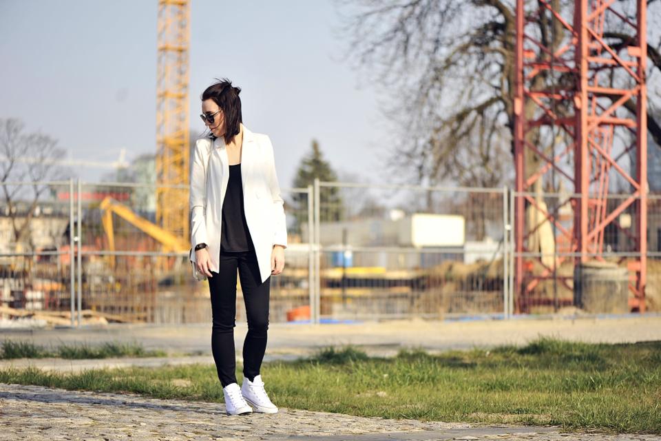 biała-marynarka-stylizacja