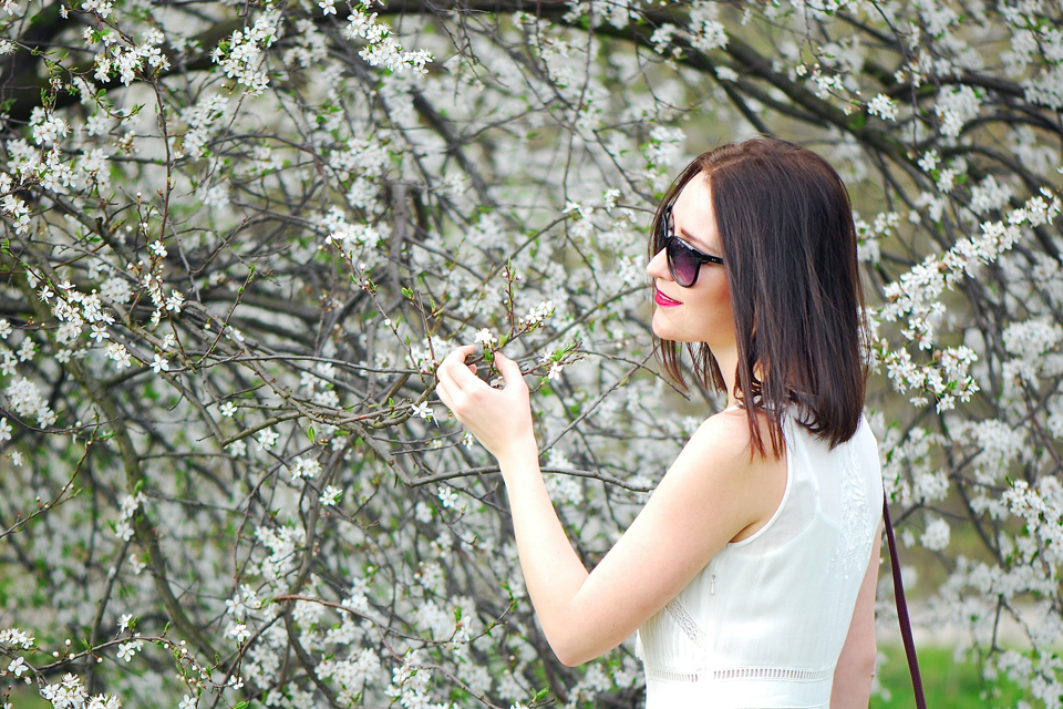 biała-sukienka