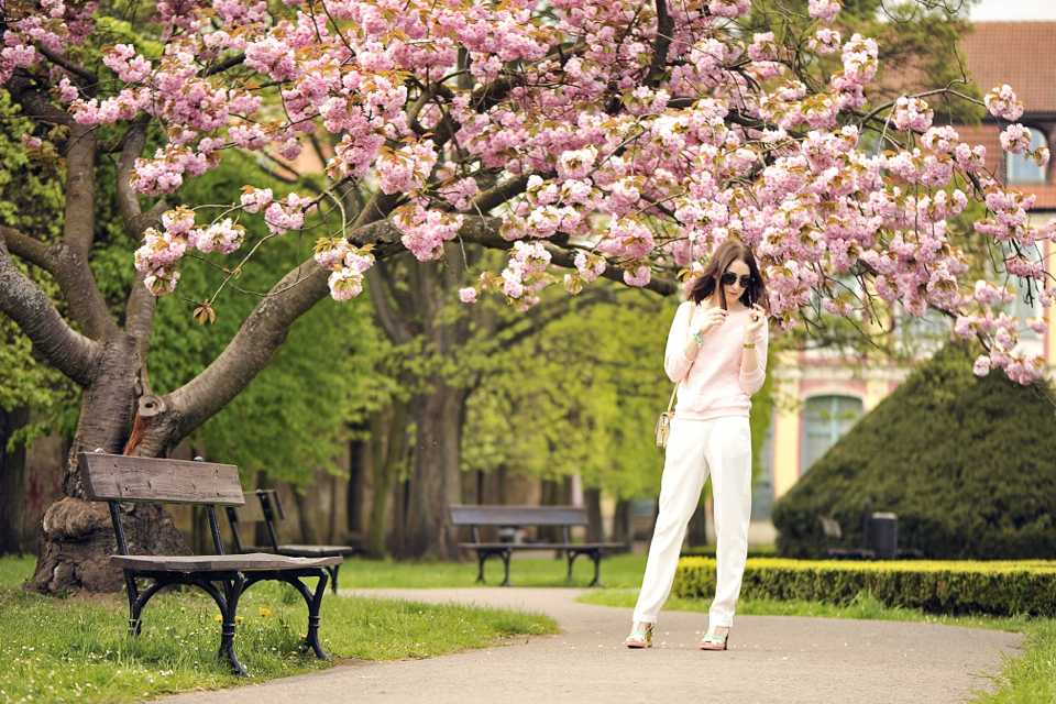 white-pants-street-fashion