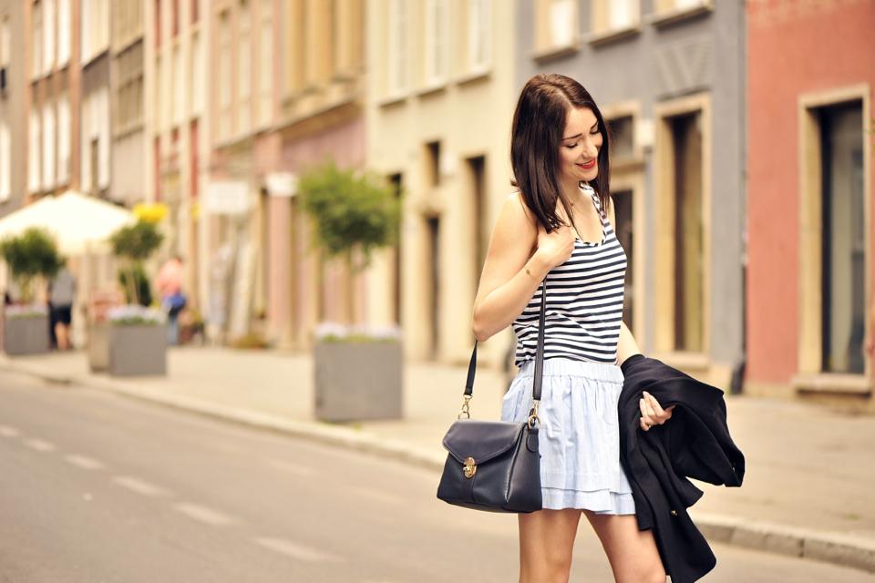 krótka spódniczka stylizacja