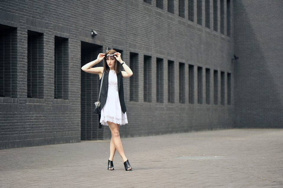 biała-koronkowa-sukienka-stylizacja