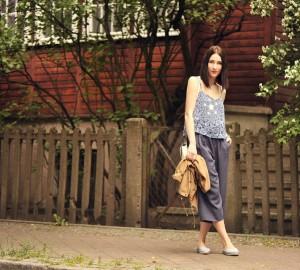 szerokie-spodnie-za-kolano