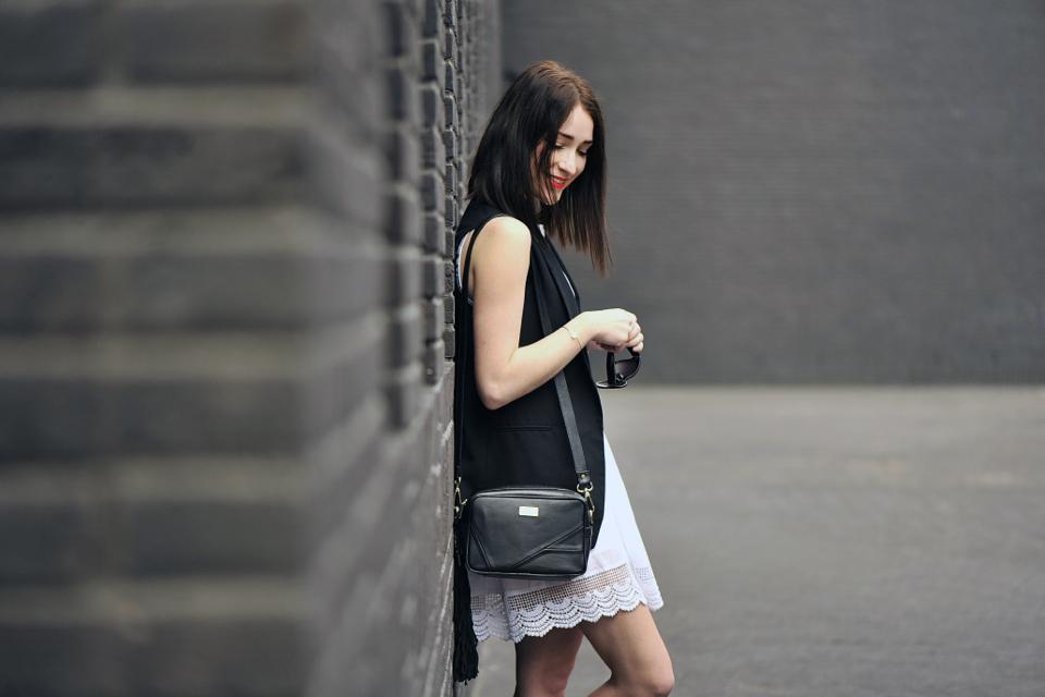 czarna-kamizelka-stylizacja