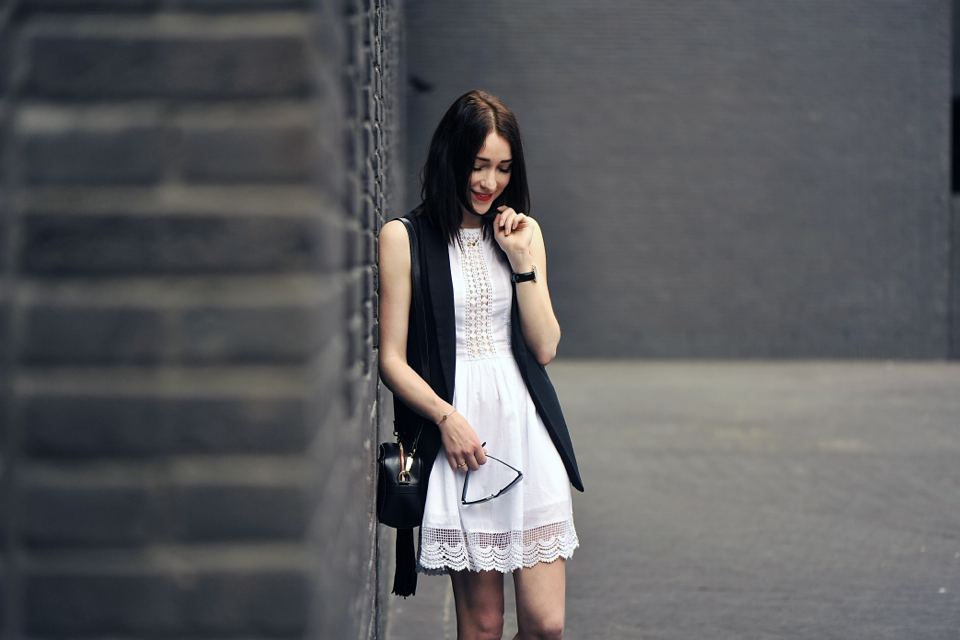 white-dress-street-fashion