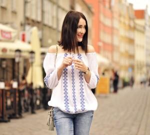 bluzka-z-odkrytymi-ramionami