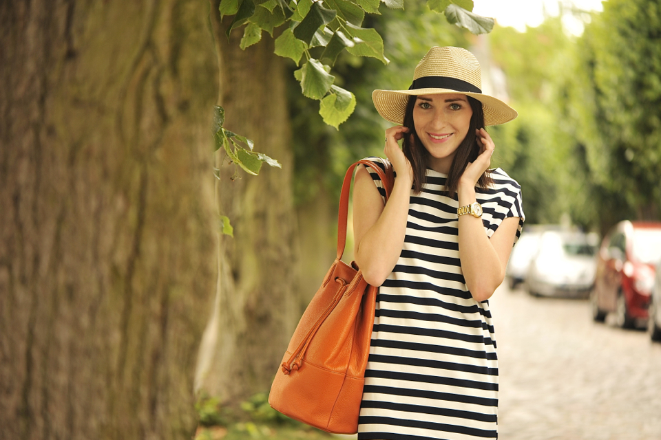 striped-dress-street-fashion