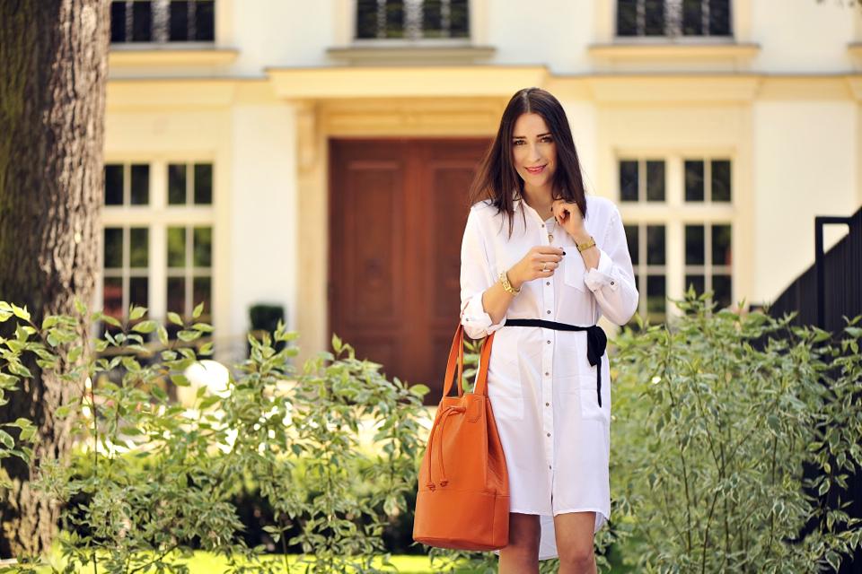 white-shirt-dress-street-style