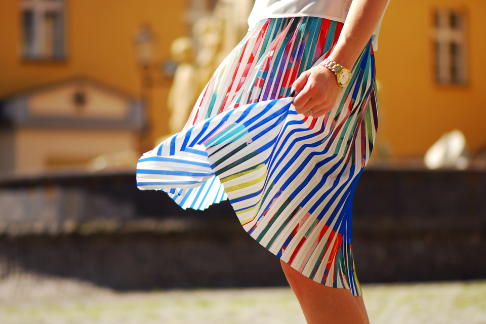 pleated-skirt-street-style