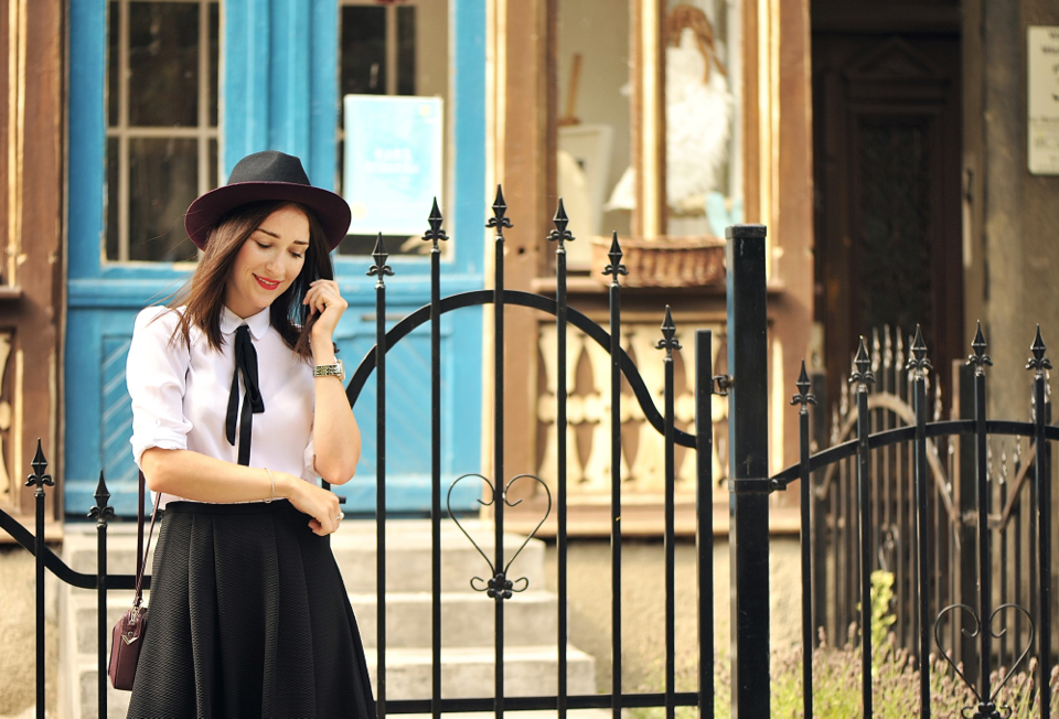 black-bow-blouse-street-style