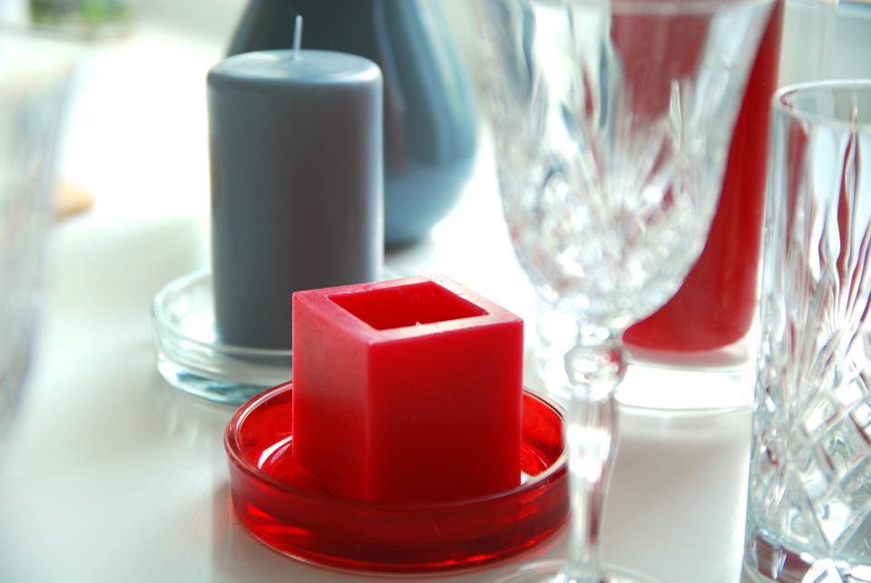 szaro-czerwone-ozdoby-na-stół