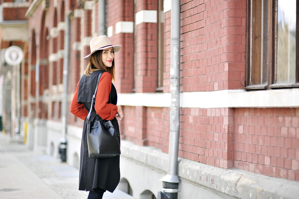 long-vest-street-style