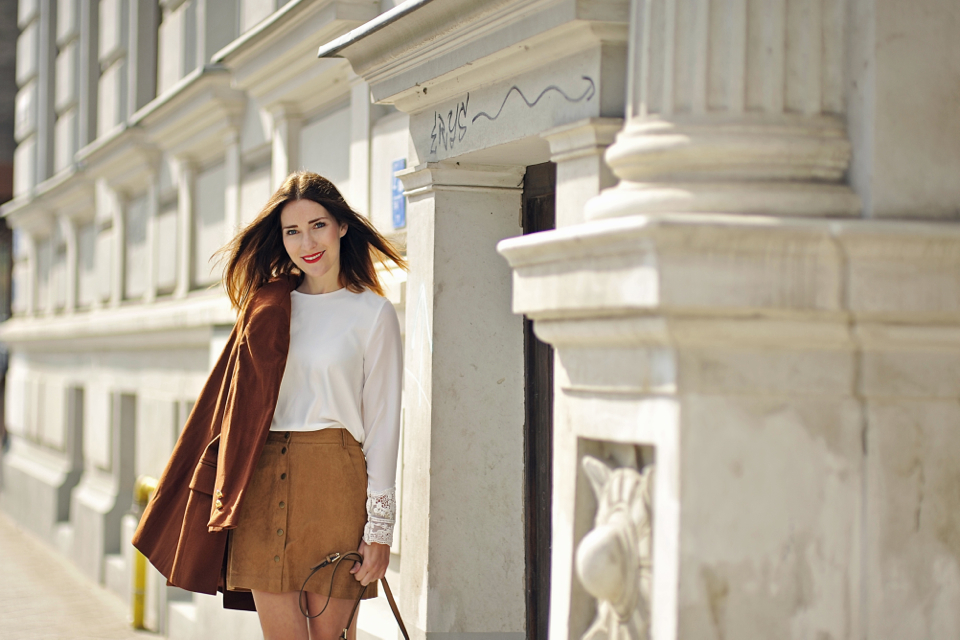 button-front-suede-skirt-street-style-16