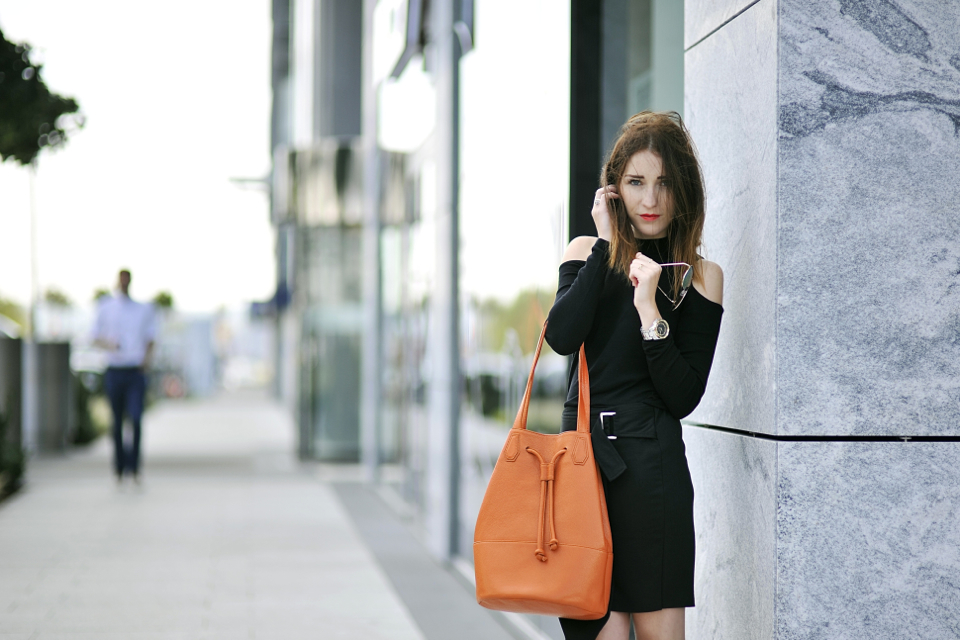 orange-bag-street-style