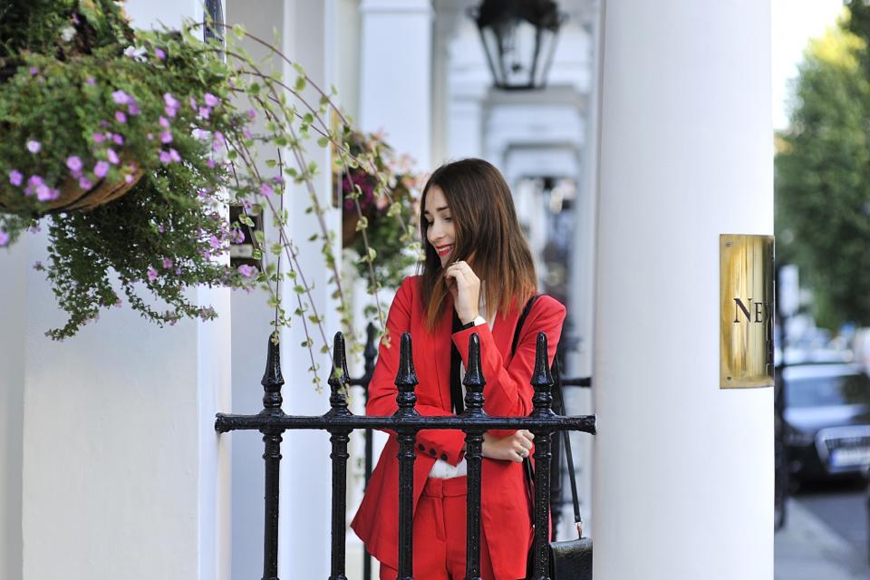 czerwony-garnitur