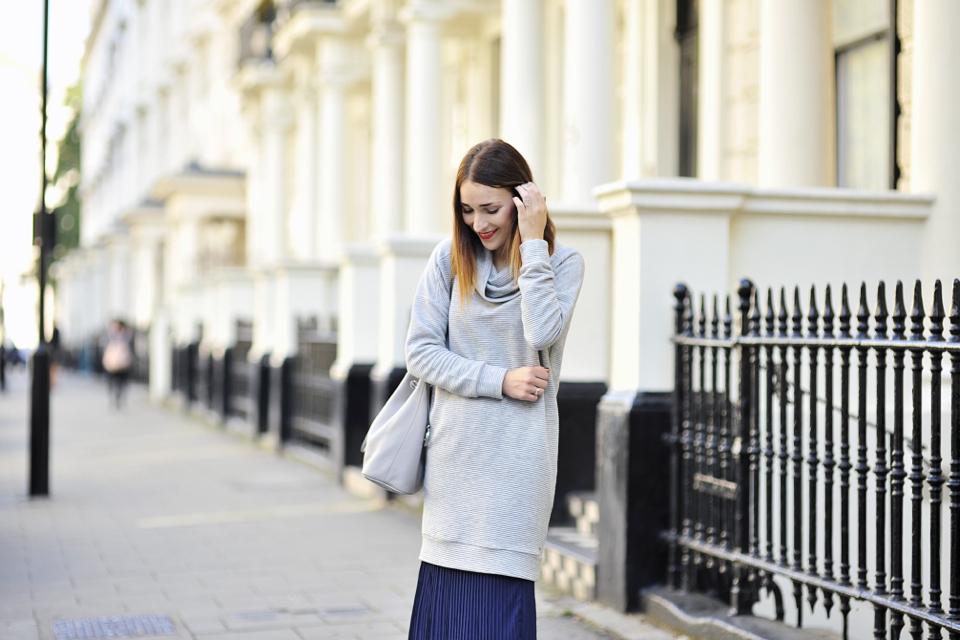 oversizowa-sukienka-jak-nosić