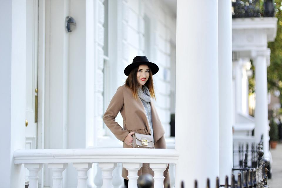 stylizacja-z-karmelowym-płaszczem