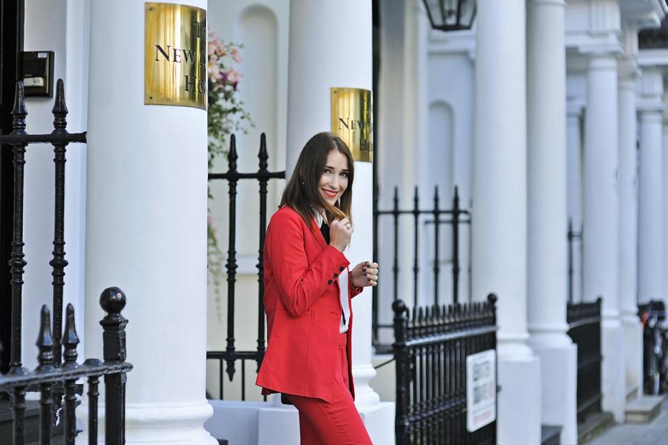 czerwony-garnitur-stylizacja